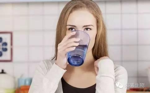 早上喝水能给我们带来的4个好处